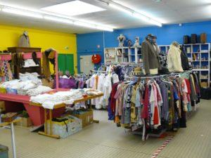 emmaus-niort-salle-de-vente-retro